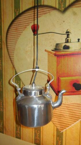 Kaffeekannenlampe �ber den E�tisch