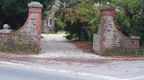 Einfahrt des Anwesens