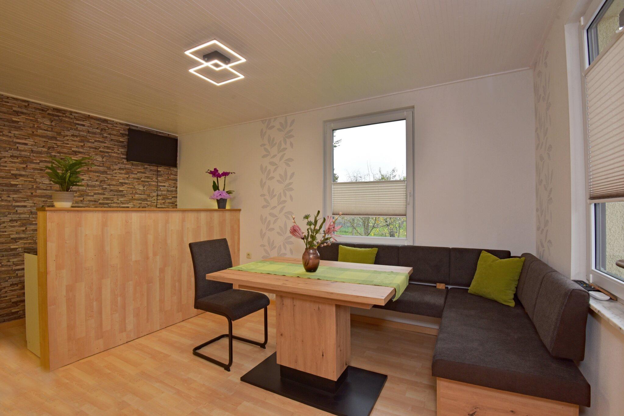 Blick in das Ferienhaus, Wohnzimmer