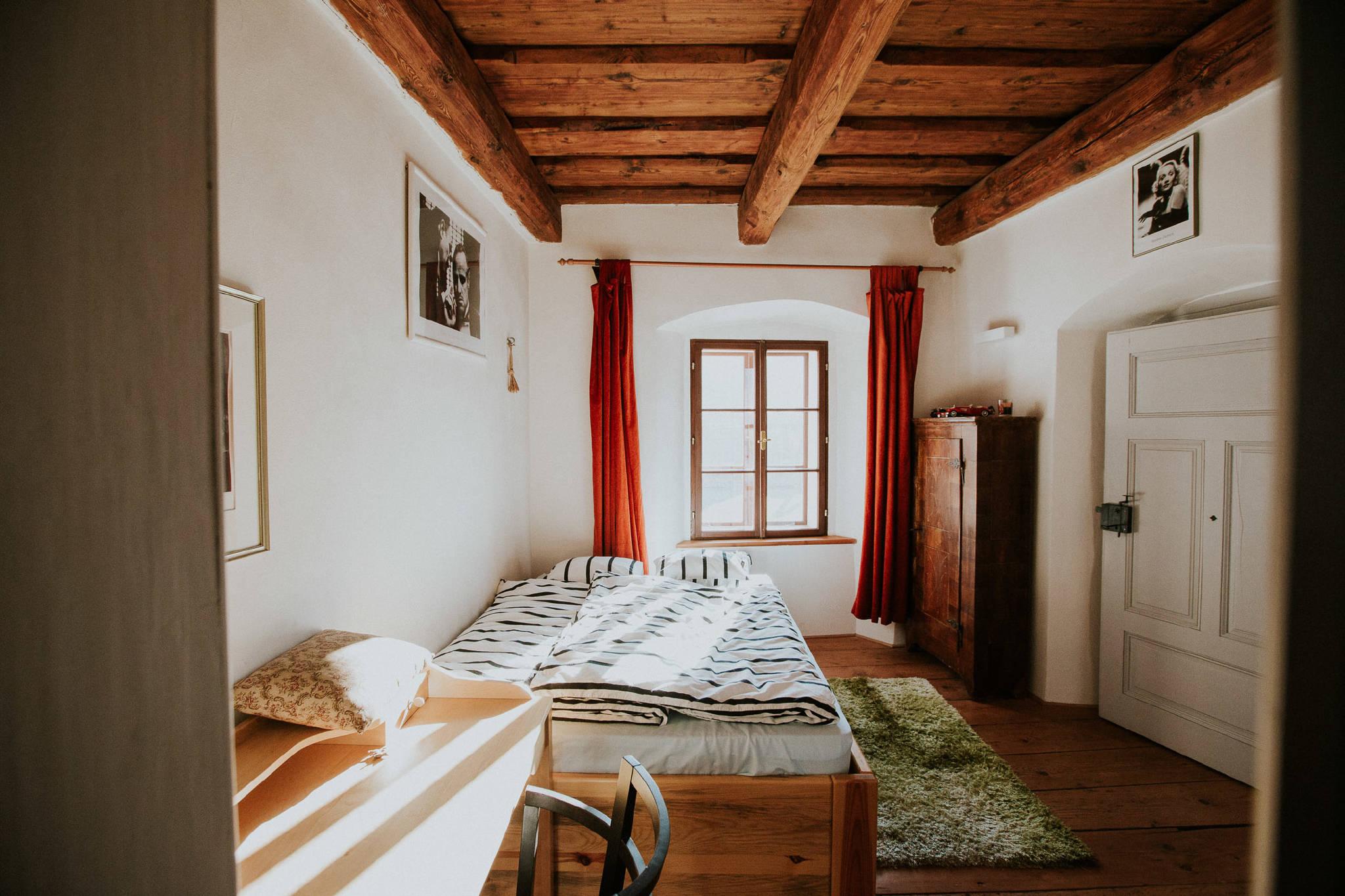 Schlafzimmer Nr.2 mit Gartenblick