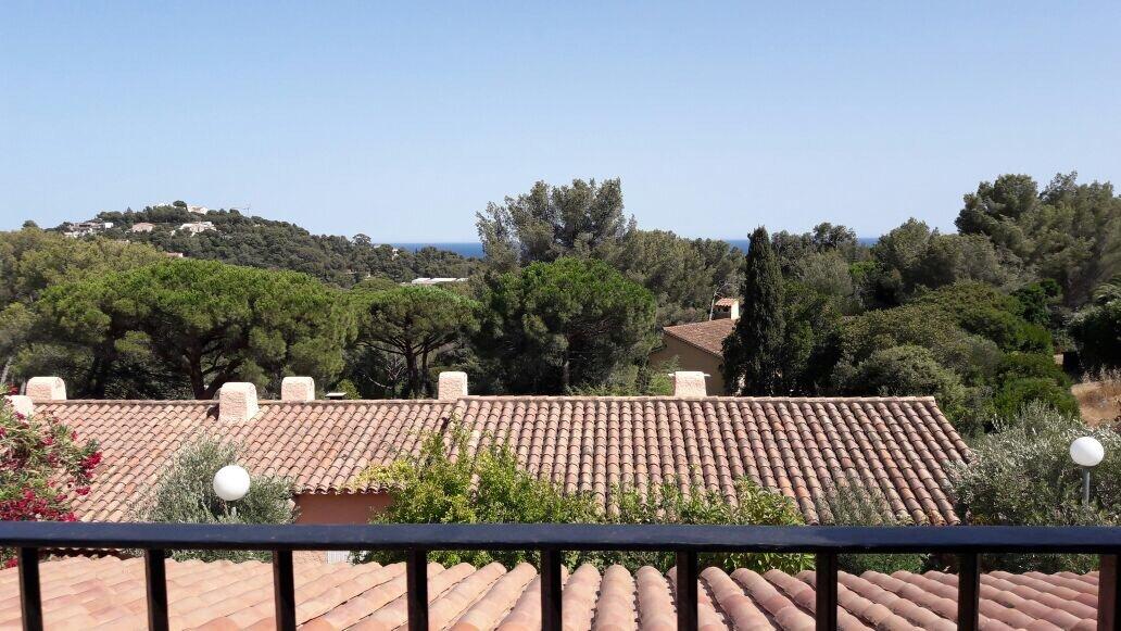 Ferienhaus 2 Terrassen mit Markisen