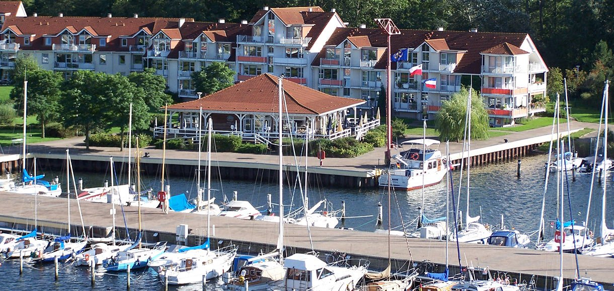 Hafenbereich mit Restaurant