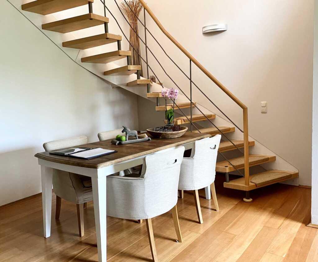 1) Techts Apartmenthaus, I App. Muschel