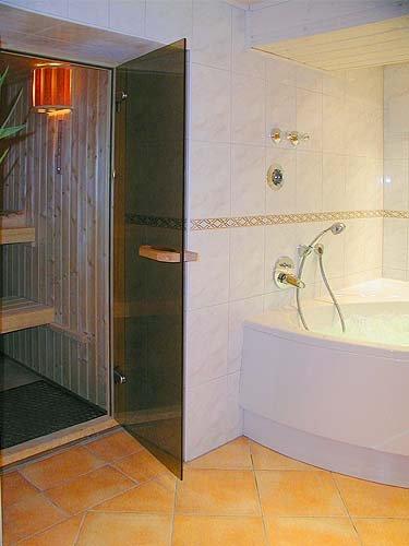 Sauna und Whirlpool
