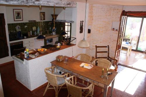 Esszimmer, Küche mit Blick in den Winter