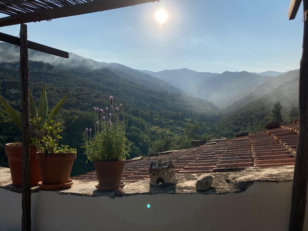 Eingang Via Mazzini, Blick auf Dorfrand