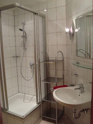 gro�e B�der mit Duschen