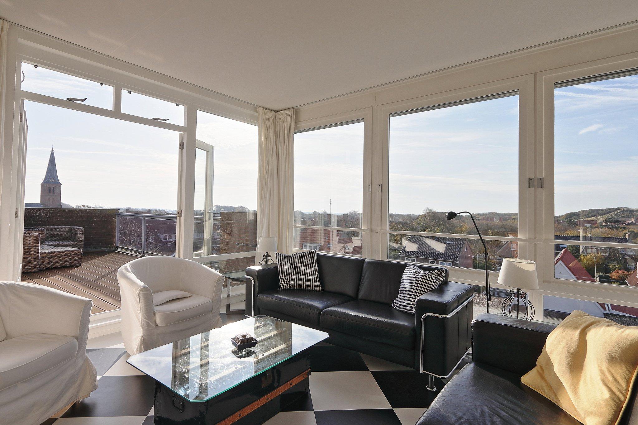 Wohnzimmer von 60 qm und Terrasse