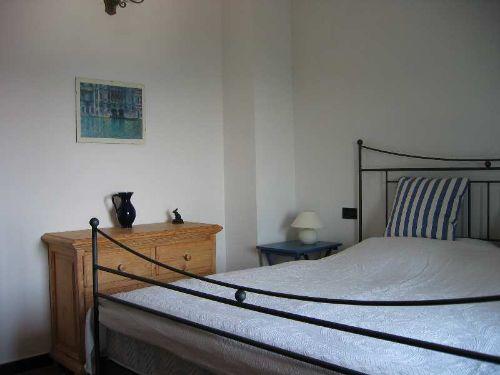 Schlafzimmer, großes Doppelbett (180x200