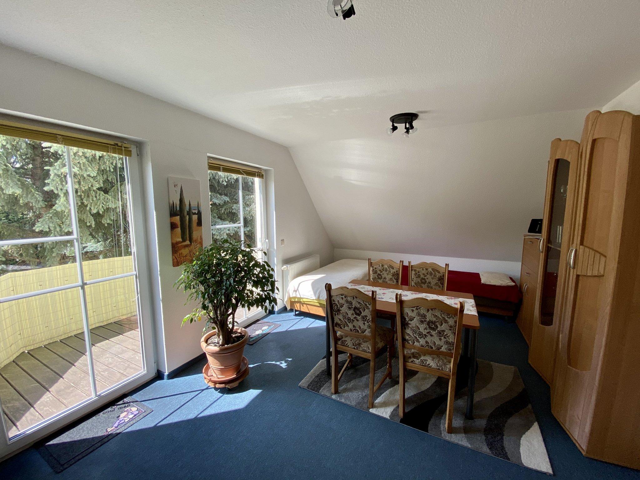 Wohnzimmer - Esstisch + Aufbettung
