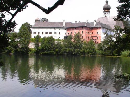 Höglwörther See mit Schloss