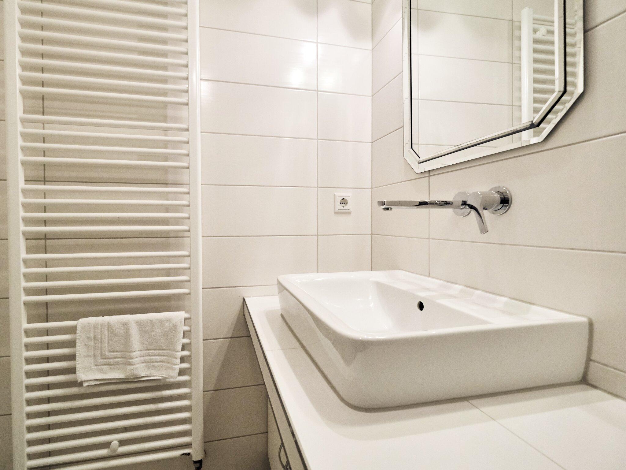 Hinter uns: die alten Segelschiffe