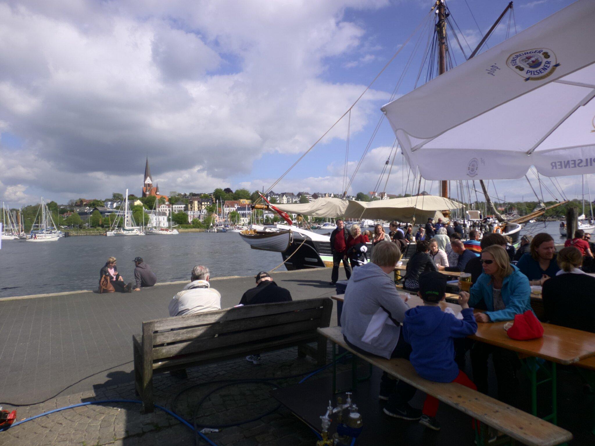 In 30 Min. per Schiff an Gl�cksb. Strand