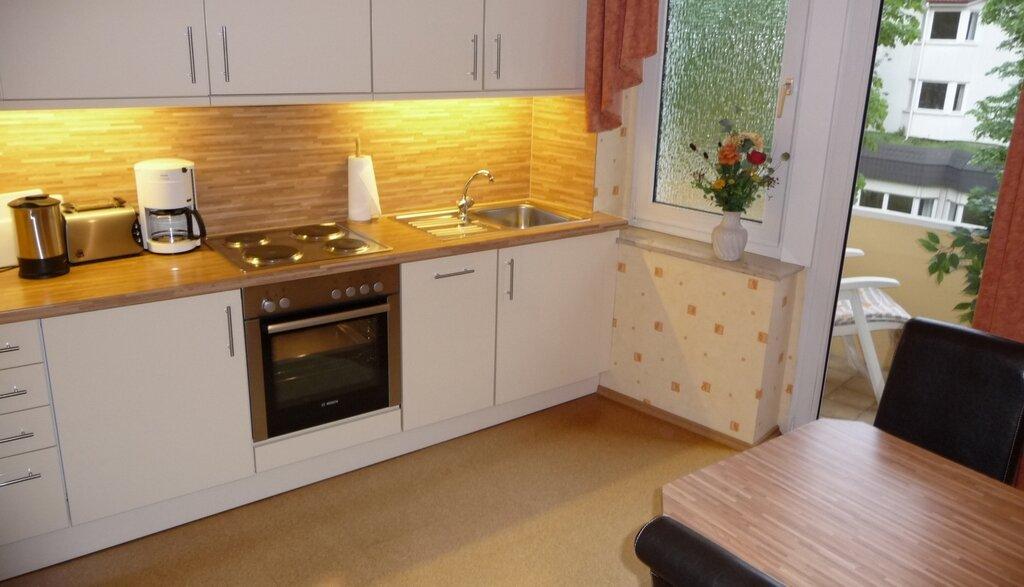 Küche mit Essbereich, Zugang zum Balkon