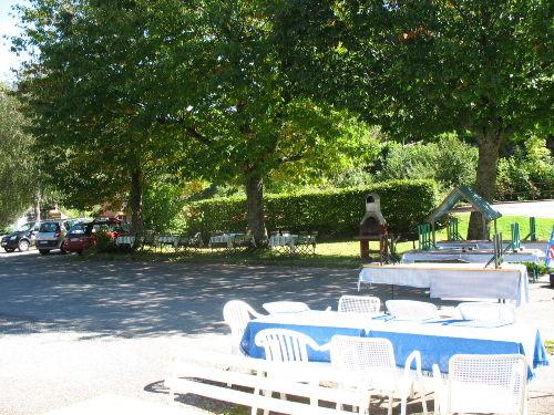 Terrasse und Parkplatz auch f�r Busse