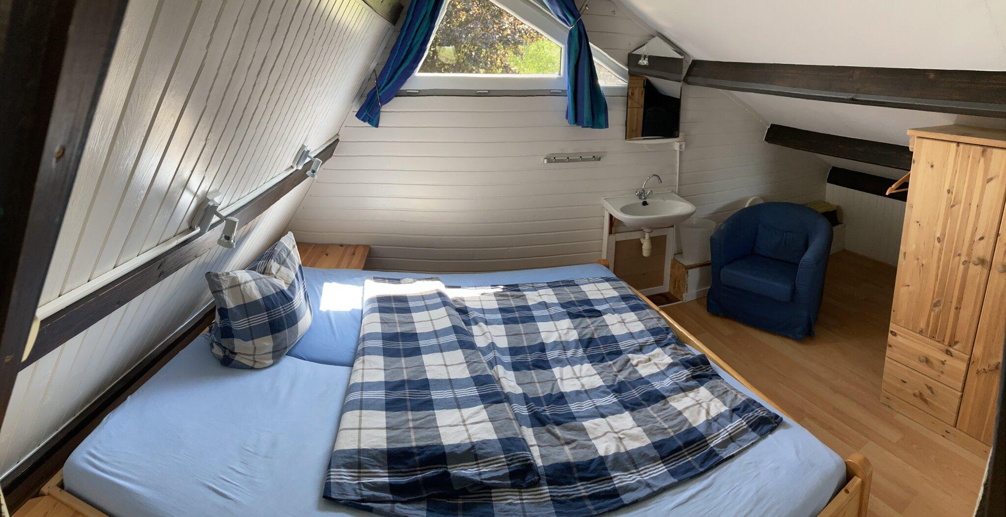 Schlafzimmer EG mit Schreibplatz
