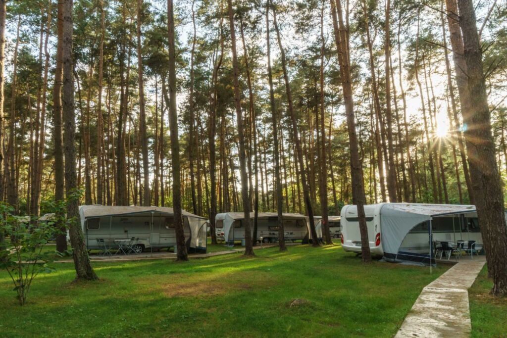 Urlaub im Wohnwagen - mitten im Wald, Wohnwagen 11