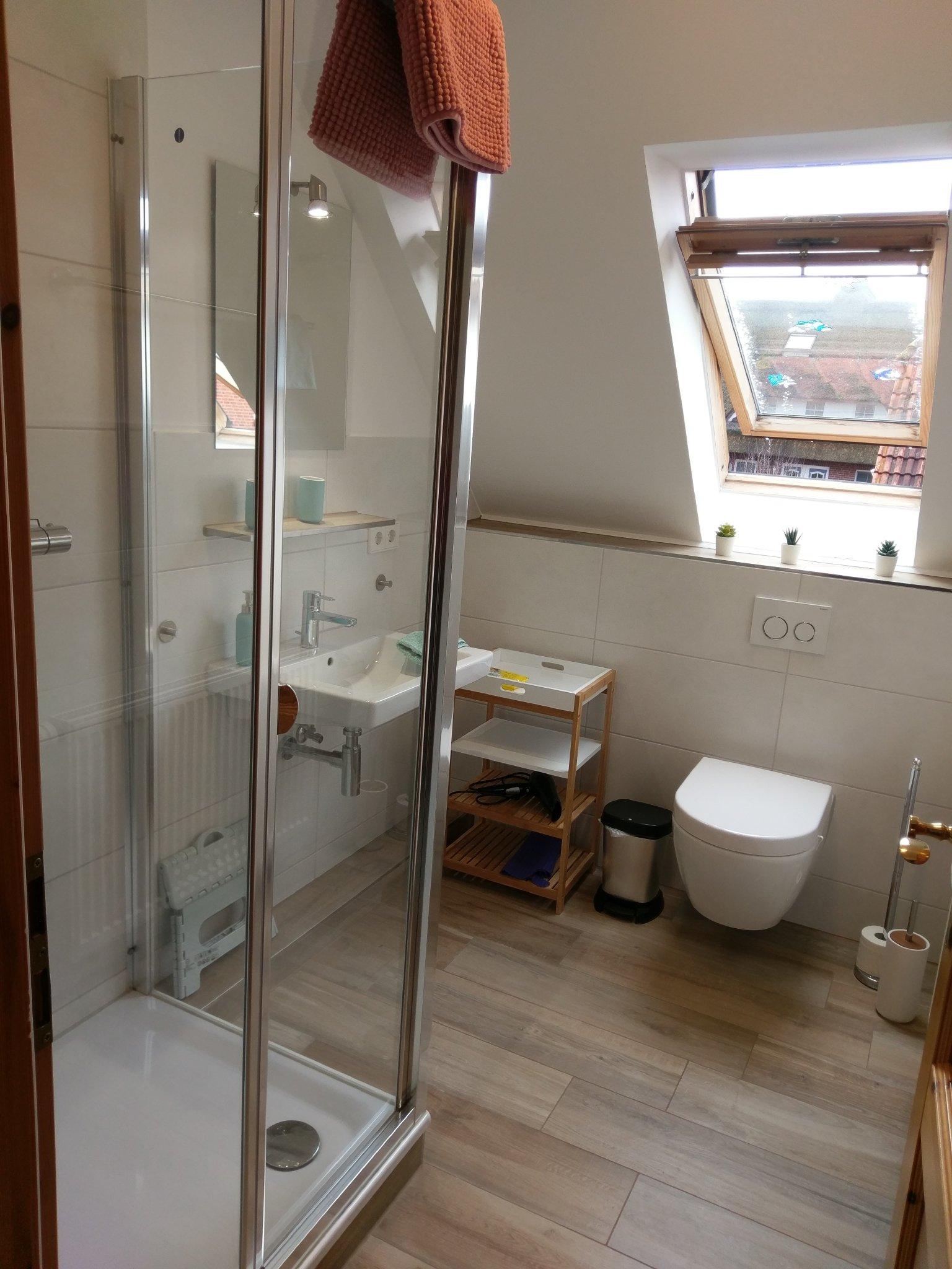 Duschbad und WC oben