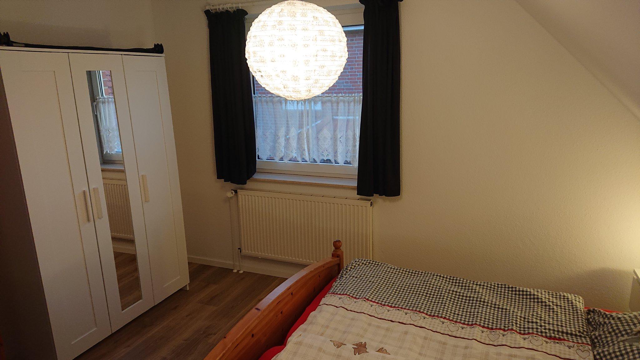 im Schlafzimmer 1