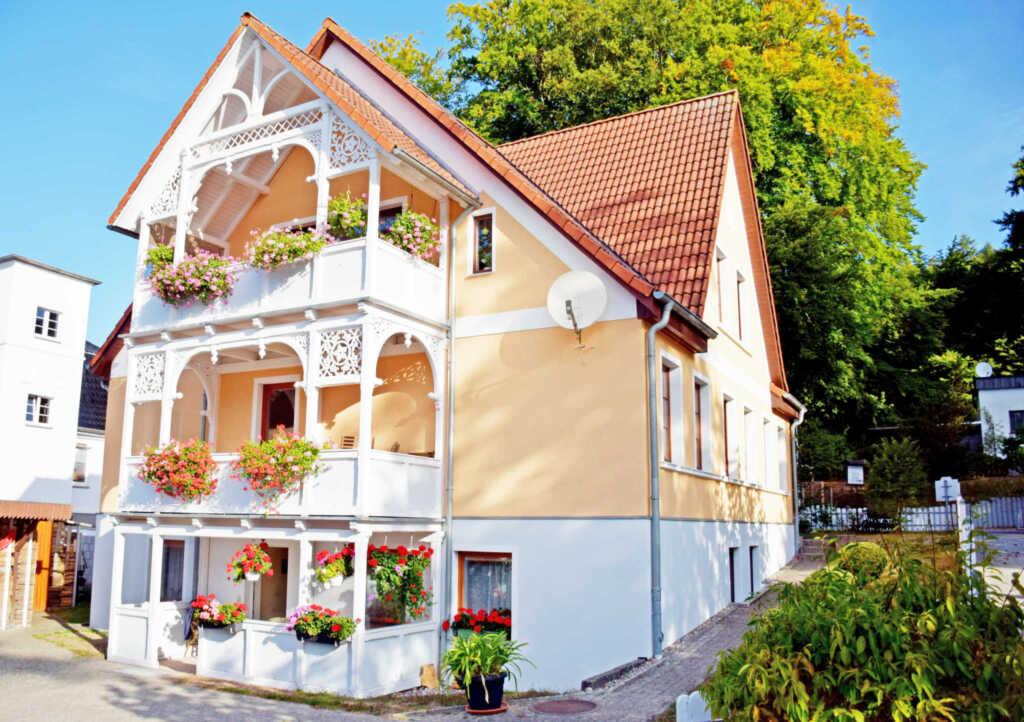 Haus bucheneck ferienwohnung 1 in sellin ostseebad for Apartments haus eintracht sellin