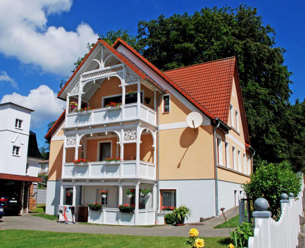 Haus bucheneck ferienwohnung 2 in sellin ostseebad for Apartments haus eintracht sellin