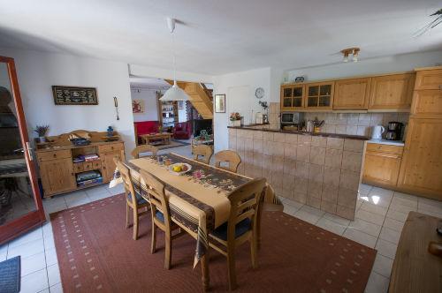 Eßzimmer mit Küche und Theke