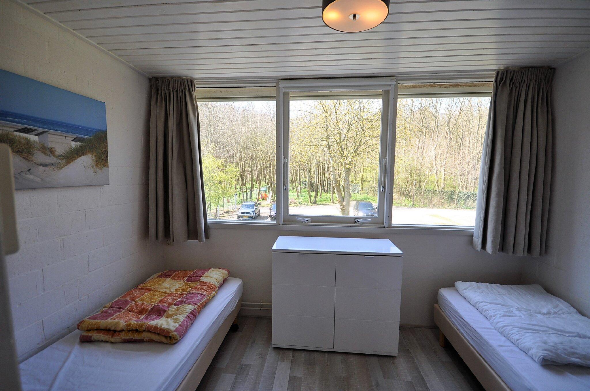 Schlafzimmer 2 mit Boxstringbetten.