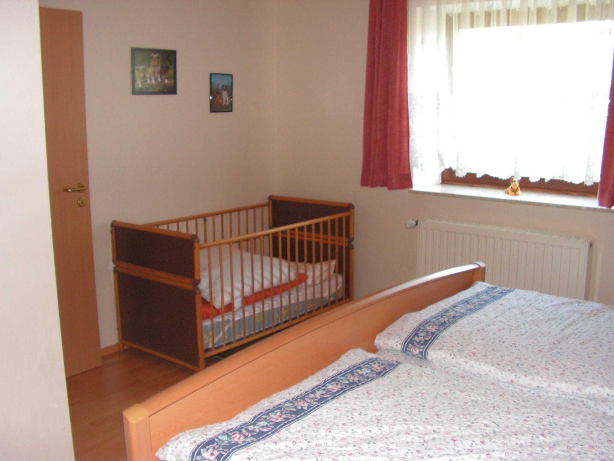 Schlafzimmer 3 mit Kinder-und Doppelbett