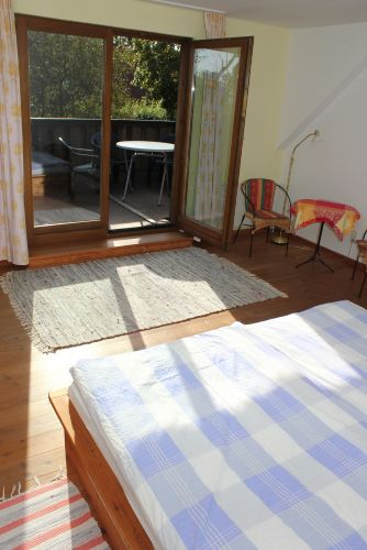 vom Schlafzimmer auf den Balkon