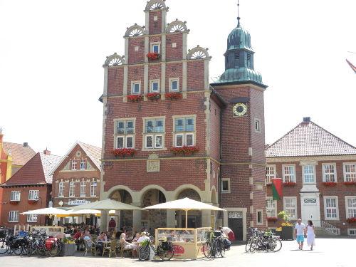 Meppener Rathaus mit Rathauscafé