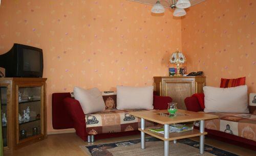Wohnzimmer mit ausklappbaren Sofas
