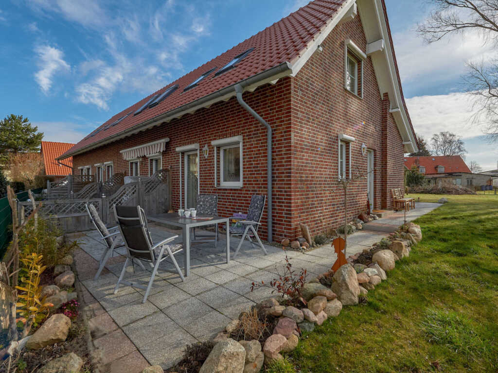 Ferienhaus Lobbe F 544 WG 01 mit sch�ner Terrasse,