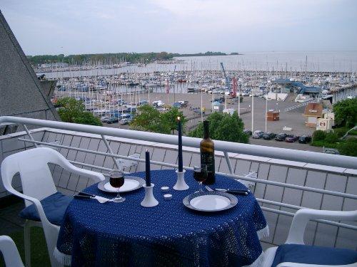 Blick über den Olympiahafen bis Strande
