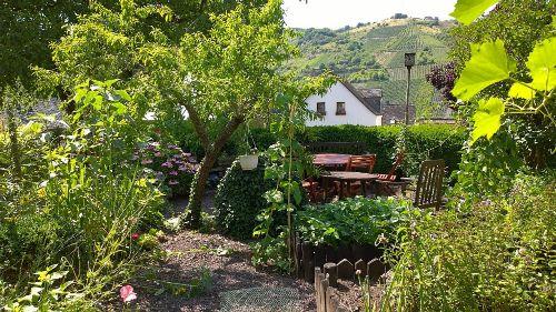Garten mit Sitzgruppe (Grillen möglich)