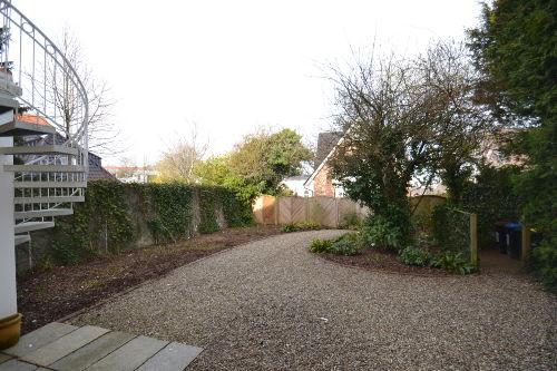Eigener Garten mit Terrasse