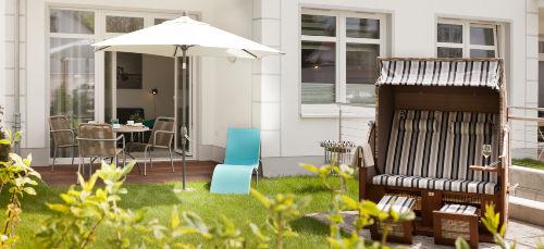 Sonnenterrasse/Garten mit Strandkorb