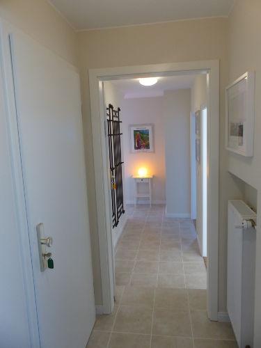 Eingangsbereich mit hellem Flur