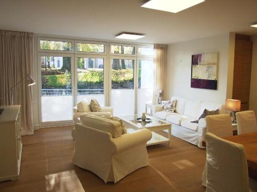 Sonnendurchflutetes Wohnzimmer