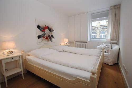 Elegantes Schlafzimmer (2)
