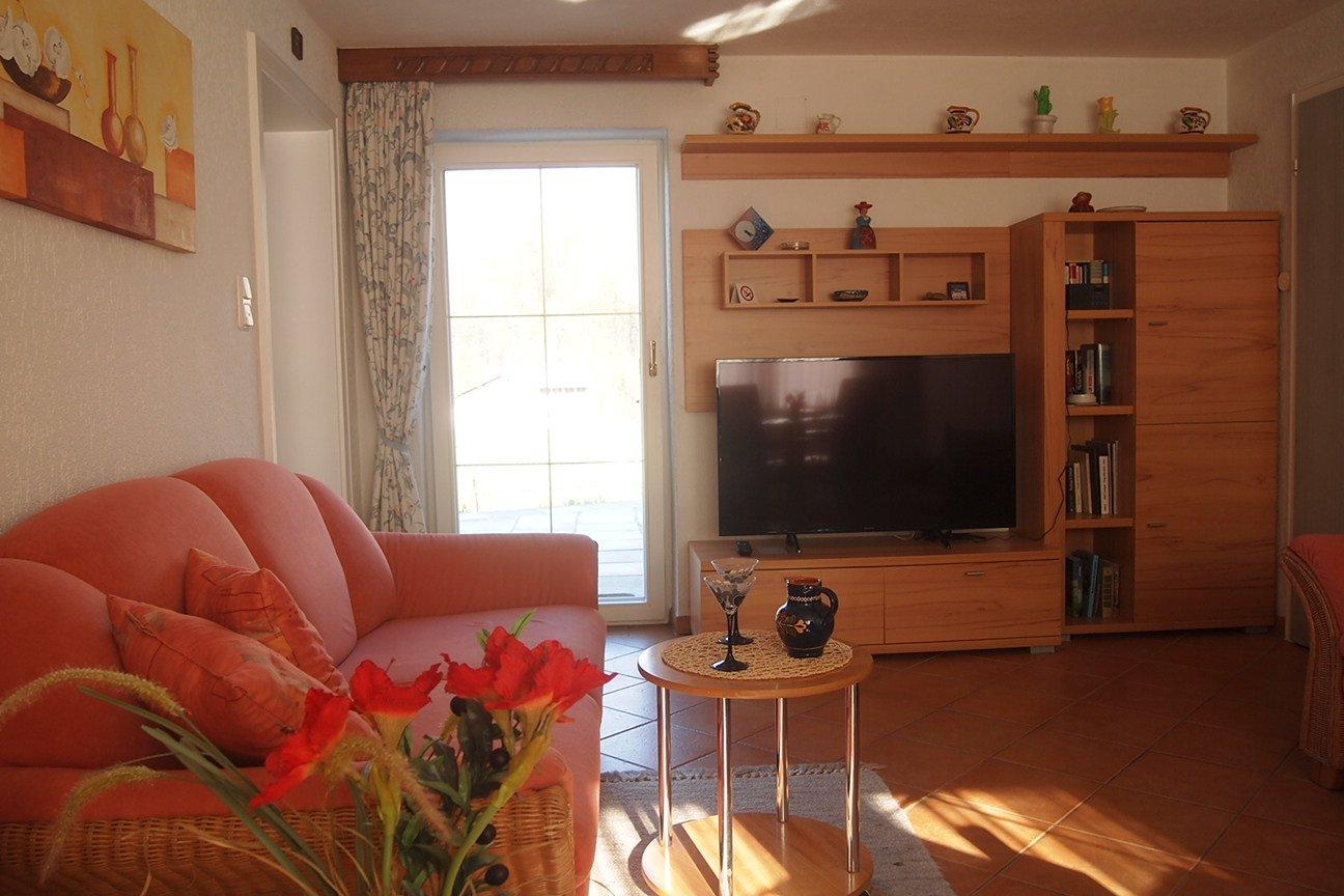 Komfortables Wohnzimmer mit Essgruppe