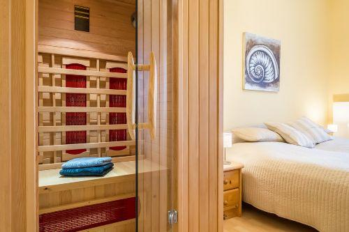 Doppelschlafzimmer mit Infrarot-Sauna