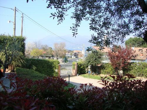 Das Panorama von dem Garten