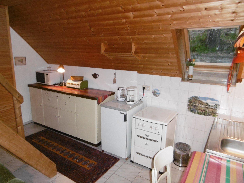 Terrasse Gartenwhg., re Küchenfenster