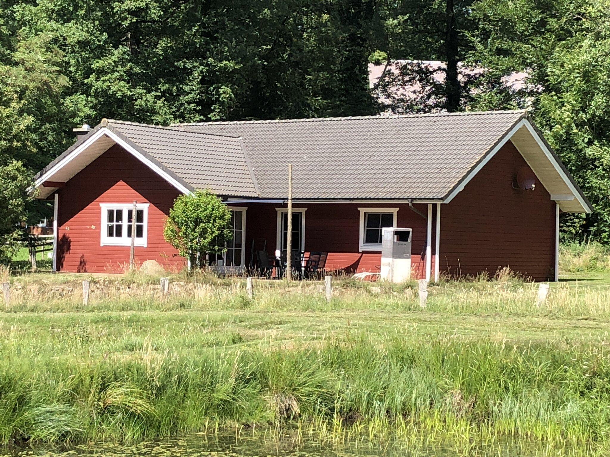 Haus am Teich mit Terasse