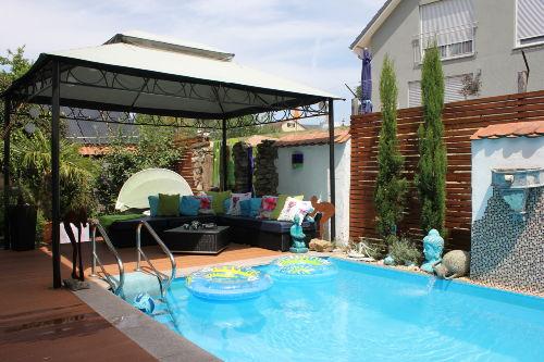Pool mit Lounge auf Anfrage