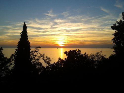 Sonnenuntergang-Aussicht von derTerrasse