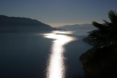 Mondschein Blick vom Balkon auf See