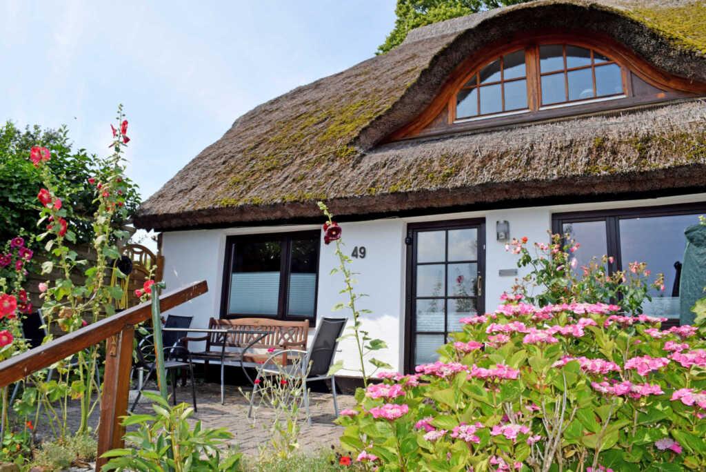Ferienhaus mit Reetdach und Seeblick