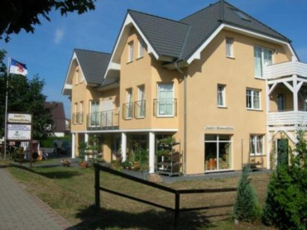 Villa Cölpin 1, 6-1
