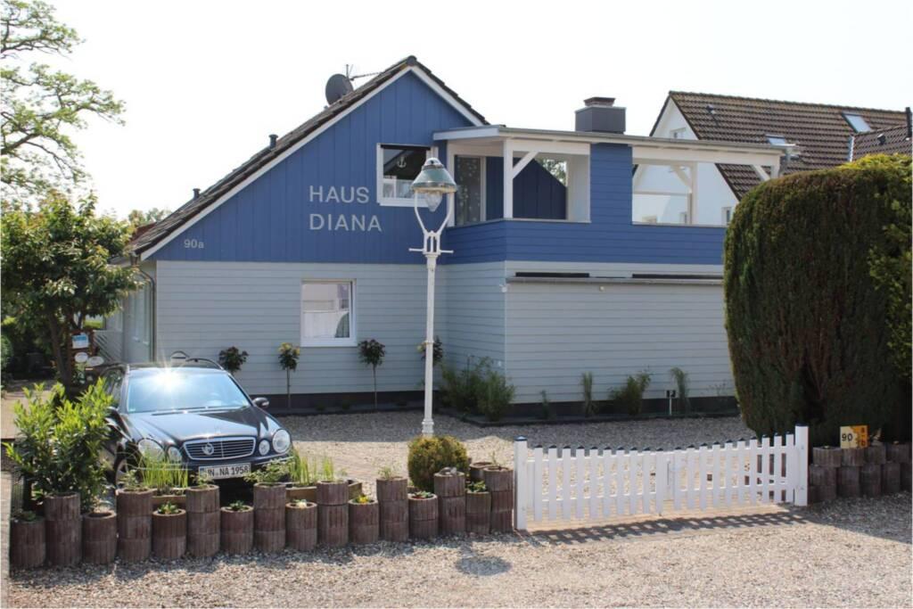 (STR90b) - Haus Diana